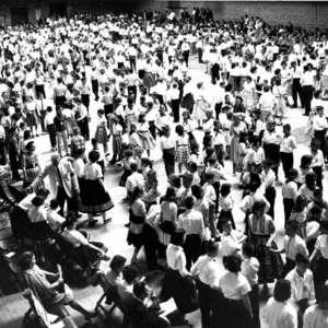 Large-group,-stand,-Northfield.jpg